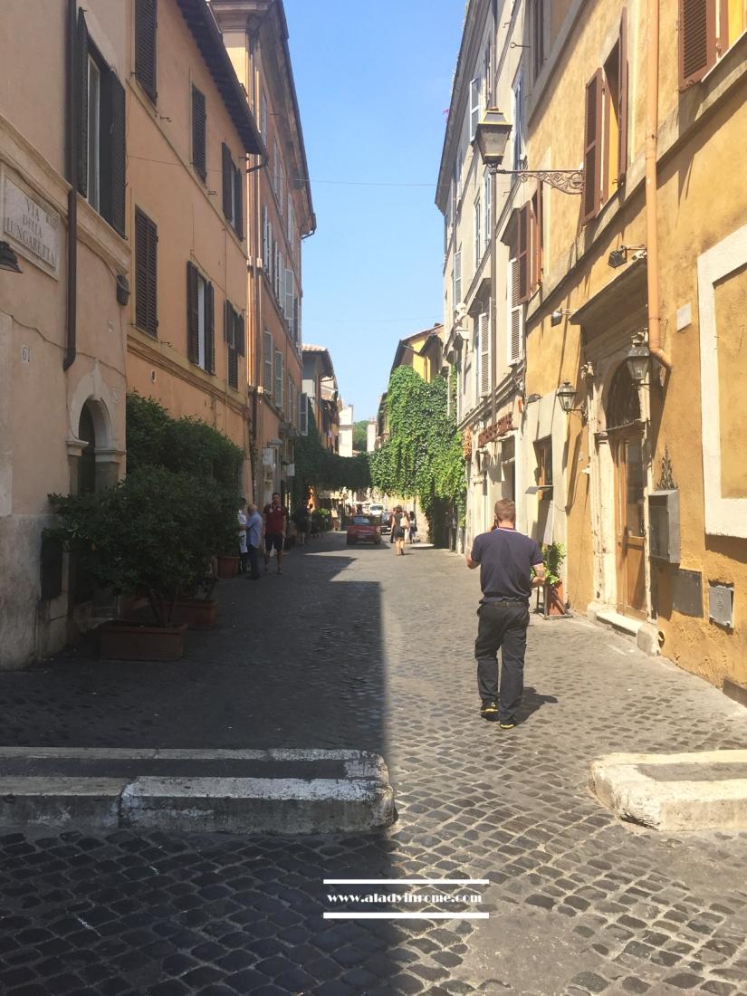 Trastevere, Via della Lungaretta